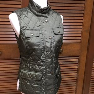 Banana Republic Women's Green Quilted Vest. Small